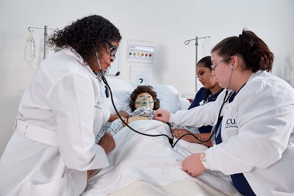 WCUI Instructor teaching students on a medical test dummy